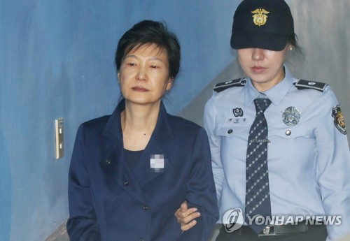 朴被告(左)は昨年秋から出廷を拒否している(資料写真)=(聯合ニュース)