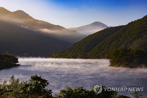 茂朱郡赤裳湖美景