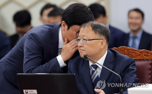 답변 지원받는 국세청장
