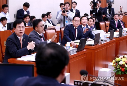 농해수위 국감, 위원장과 설전 벌이는 한국당