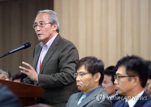 교문위 국감 출석한 박우홍 동산방화랑 대표