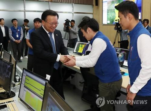 국립재난안전연구원 찾은 김부겸 장관
