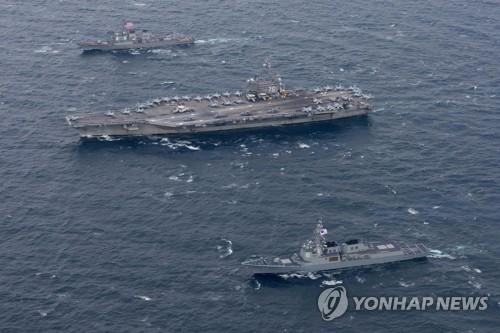 朝鮮半島東沖で18日に実施された韓米海上演習の様子。中央が米原子力空母ロナルド・レーガン(米海軍提供)=(聯合ニュース)