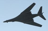 '죽음의 백조' B-1B, 저공비행으로 위용 과시