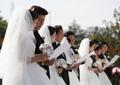 跨国恋新人举行集体婚礼