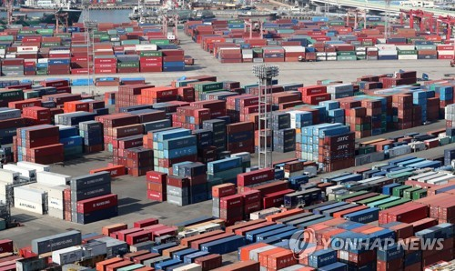 半導体などを中心に韓国の輸出が伸びている=(聯合ニュース)