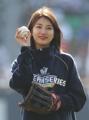 秀智为韩国职棒开球