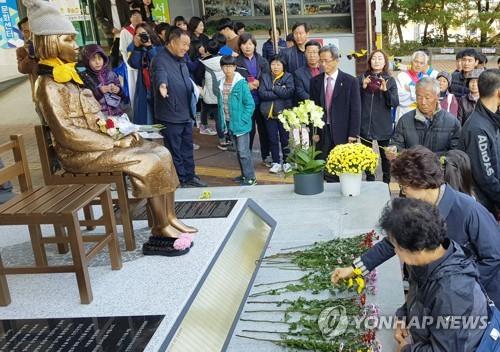4日に開催された除幕式の様子(鎮安平和の少女像建立推進委員会提供=(聯合ニュース)