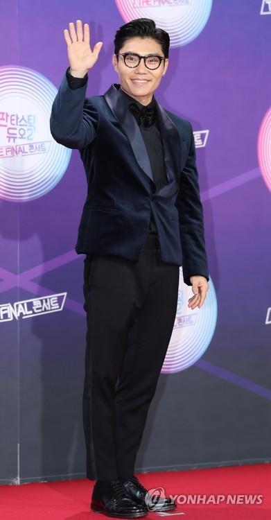 "Kim Bum-soo at ""Fantastic Duo 2"" concert"