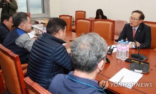 국회 환노위원장 항의 방문한 양대노총