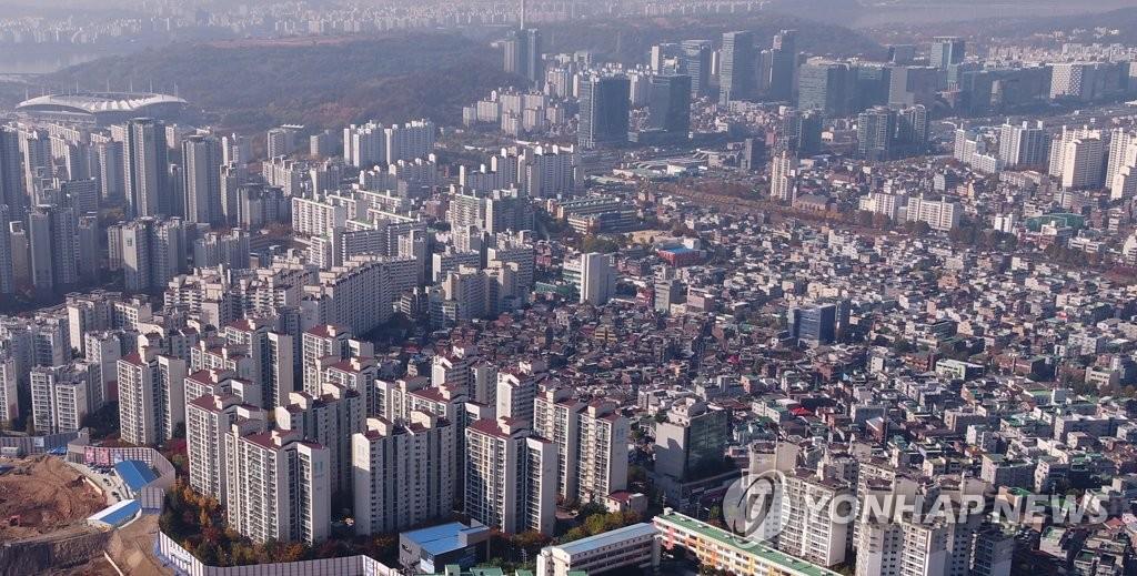 서울 서대문구 아파트 단지의 2017년 11월 모습