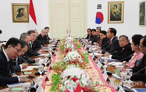 Moon holds summit with Widodo