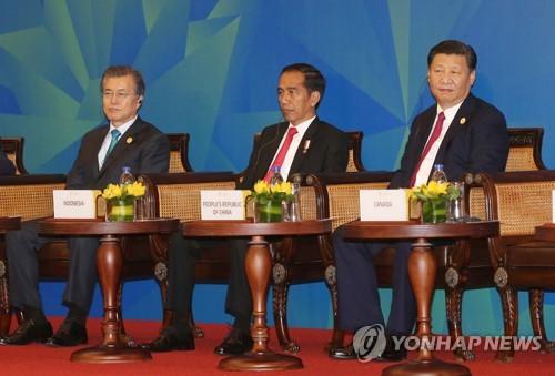 ABAC 참석한 문 대통령과 시진핑 중국 국가주석