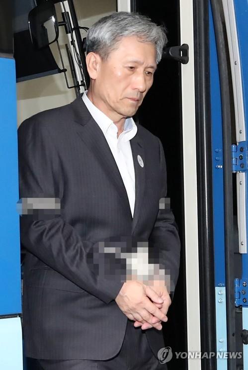 韩前防长被捕后首到案