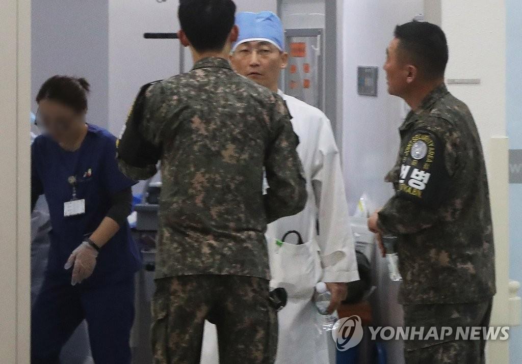 총상 귀순 북한병사의 상태 애기나누는 이국종 교수