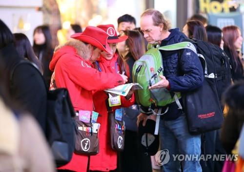 多くの外国人観光客が訪れるソウルの繁華街・明洞=(聯合ニュース)