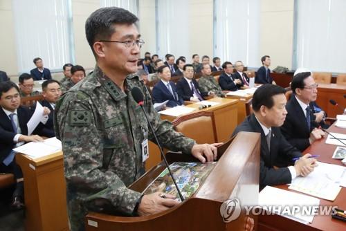 亡命した北朝鮮兵士について説明するソ作戦本部長=14日、ソウル(聯合ニュース)