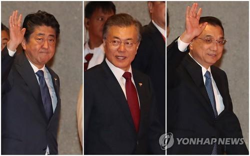 문재인 대통령(가운데)와 아베 총리(왼쪽), 리커창 중국 총리