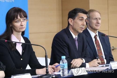 연례협의 결과 발표하는 IMF