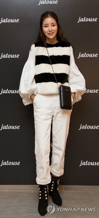 Ki Eun-se with Jalouse clothes