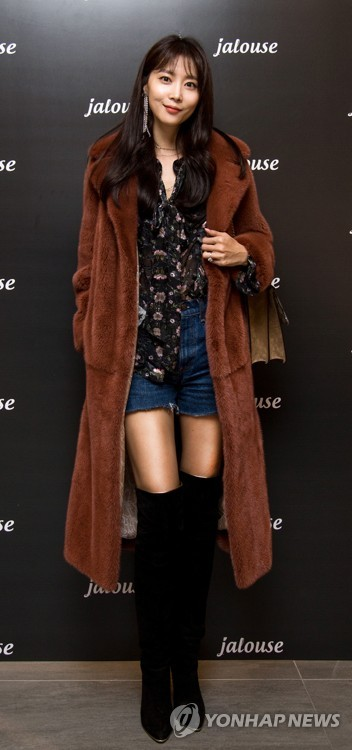 Oh Yoon-ah with Jalouse clothes