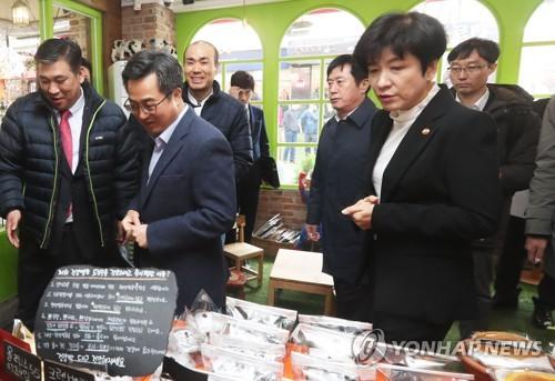 빵집 방문한 김동연 부총리와 김영주 장관