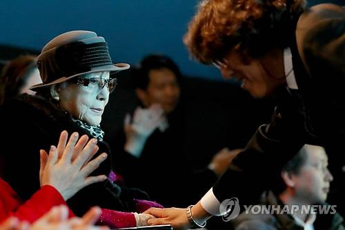 최은희-신정균, 어머니와 아들