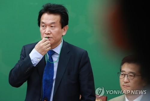 호루라기 부는 박주원 최고위원