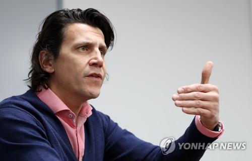 11月22日,在韩国江原道平昌,杜比接受韩联社专访。(韩联社)