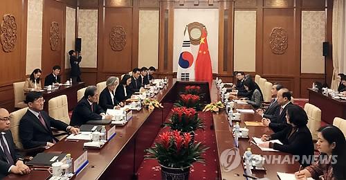韓中外相会談の様子=22日、北京(聯合ニュース)