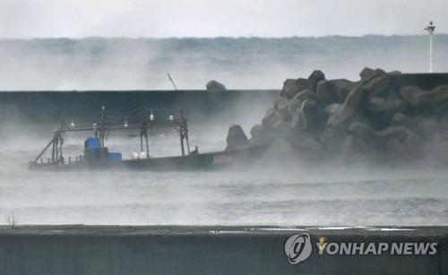 日 홋카이도 앞바다서 북한 선적 추정 선박과 백골 시신 발견