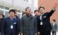 Moon visita Pohang azotada por el terremoto