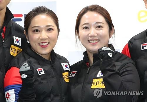 여자컬링 국가대표 김경애(왼쪽)와 김영미(오른쪽) 자매[연합뉴스 자료사진]