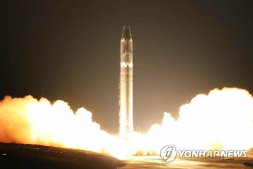 북한, '화성-15' 미사일 발사모습 공개