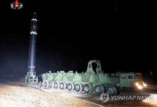 북한, '화성-15' 발사 영상 공개