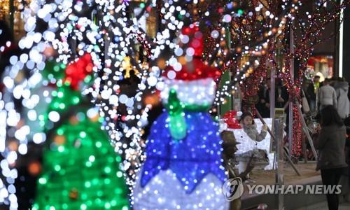 알록달록 겨울을 기다렸다…부산 트리 축제 개막