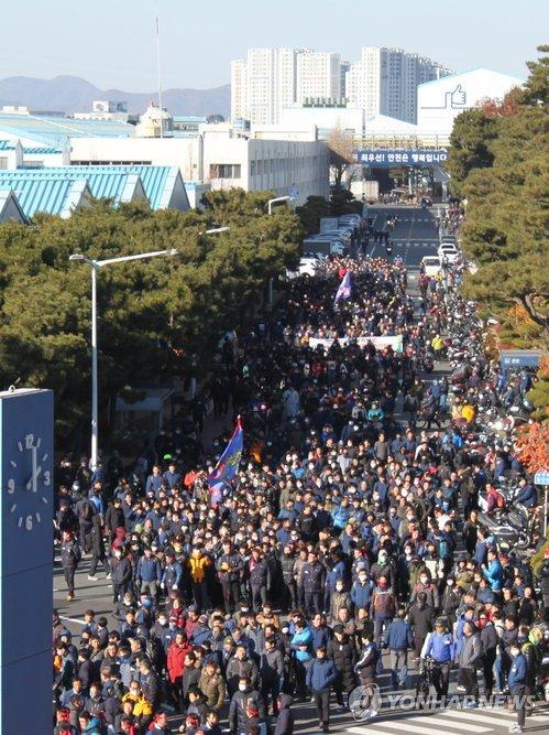 파업 집회 참가하는 현대차 조합원들