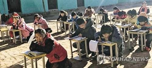 중국 '가스대란' 교실 추워 운동장에서 공부