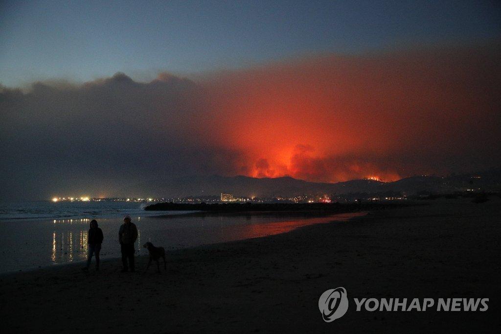 미 加州 대형 산불 2건 발생…비상사태 속 3만5천 주민 대피