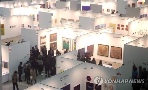 アートフェアの展示の様子=(聯合ニュース)