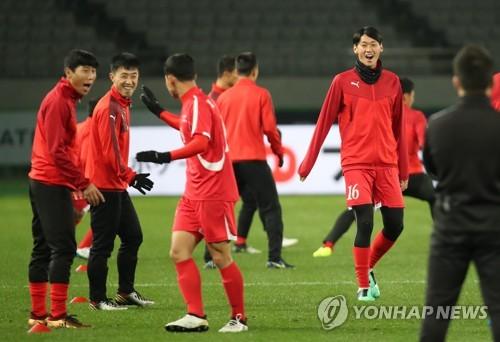 즐겁게 훈련하는 북한 대표팀