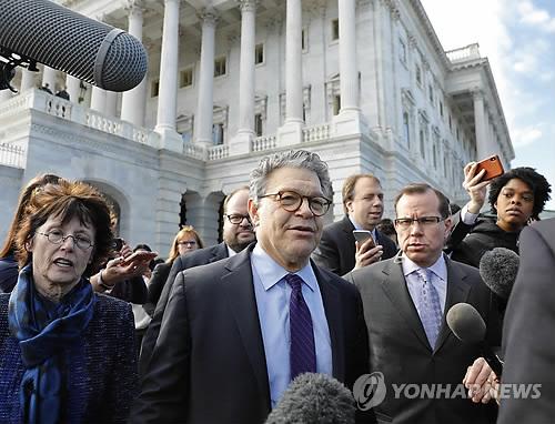 '성추문'에 사퇴 선언한 프랭컨 美상원의원