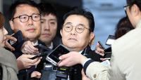 취재진 질문받는 전병헌