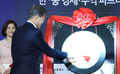 Moon attends Korea-China trade fair