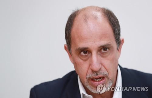 インタビューに応じるキンタナ国連特別報告者=14日、ソウル(聯合ニュース)