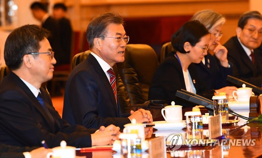 리커창 중국 총리 면담하는 문 대통령