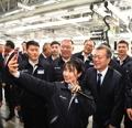 文在寅访问北京现代重庆工厂