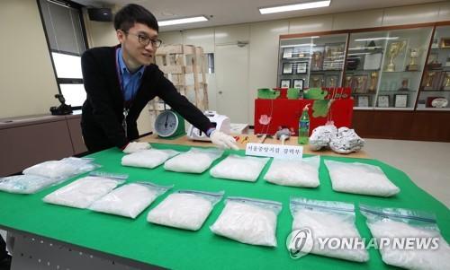 押収したメタンフェタミン=19日、ソウル(聯合ニュース)
