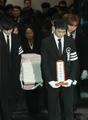 SHINee钟铉出殡仪式