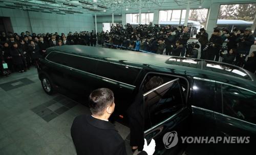 SHINee钟铉今日出殡